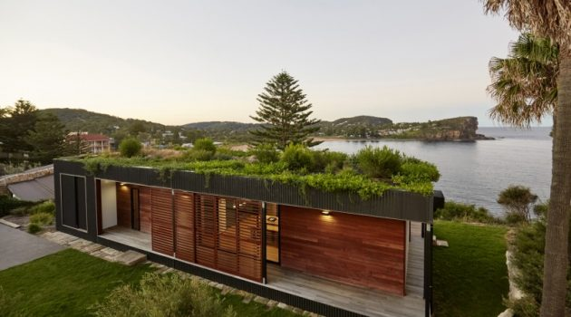 Avalon – A Modern Prefab Beach House With Green Roof by ArchiBlox