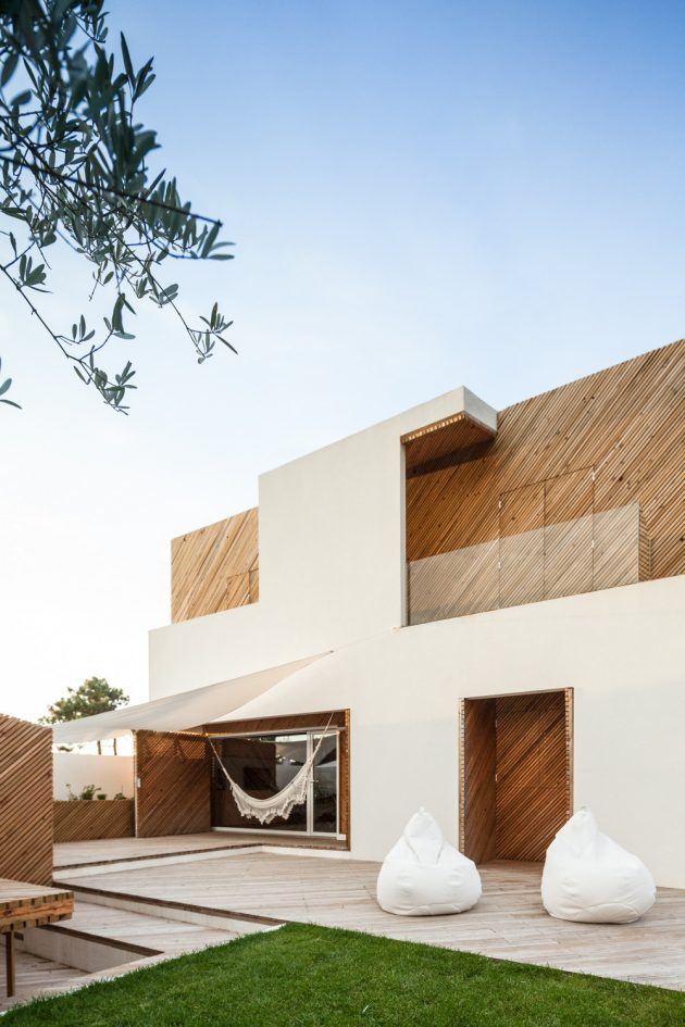 SilverWoodHouse by Ernesto Pereira in Mindelo, Portugal