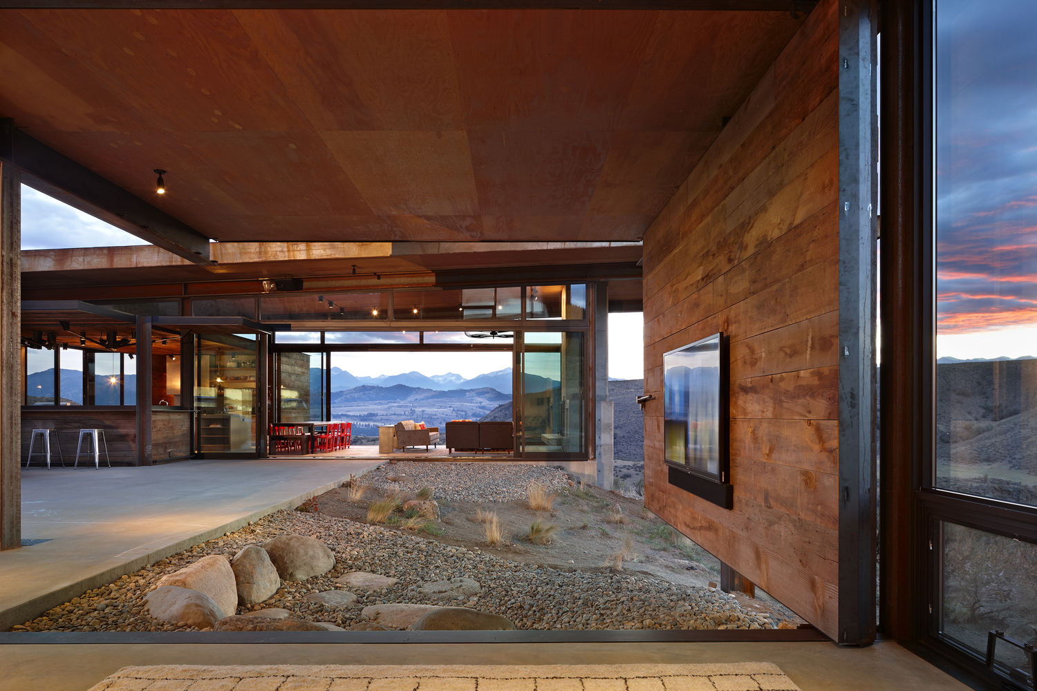 Studhorse By Olson Kundig In Winthrop Washington