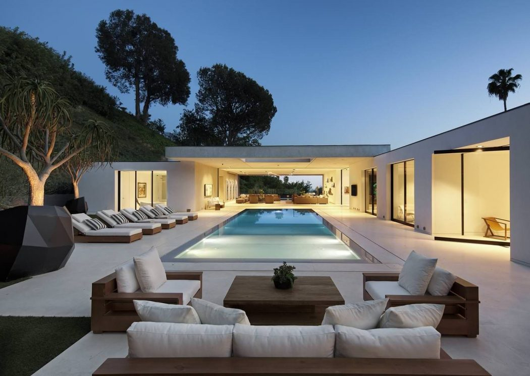 The museum modern home by dij group in beverly hills la for Modern mansions in beverly hills