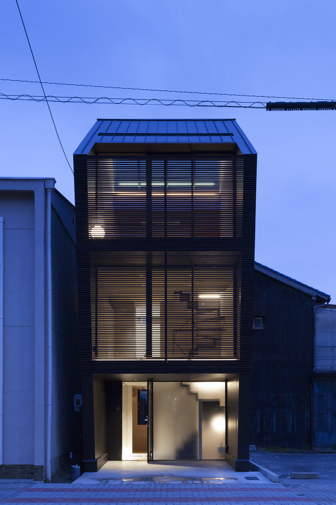 The nest by apollo architects in nagoya japan for Tiny home architects