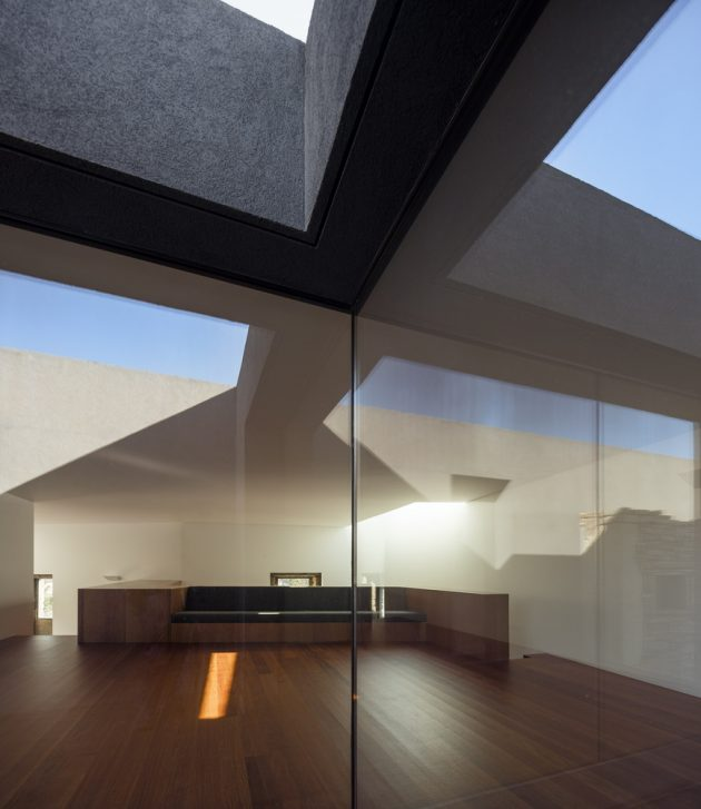 The Old And New Vigário House by AND-RÉ in Portugal