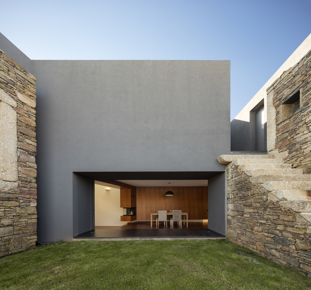 The old and new vig rio house by and r in portugal for Hausideen modern