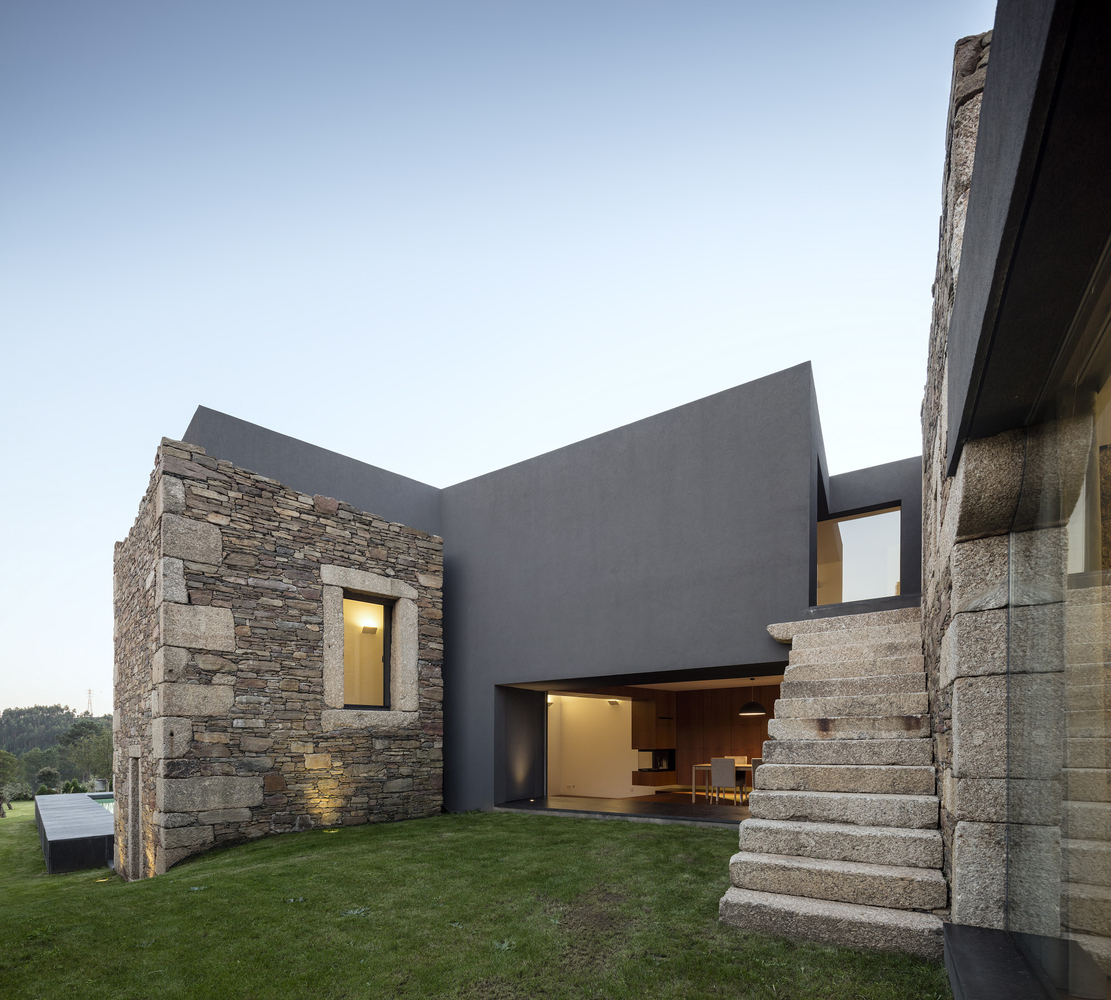 Architecture House And: The Old And New Vigário House By AND-RÉ In Portugal