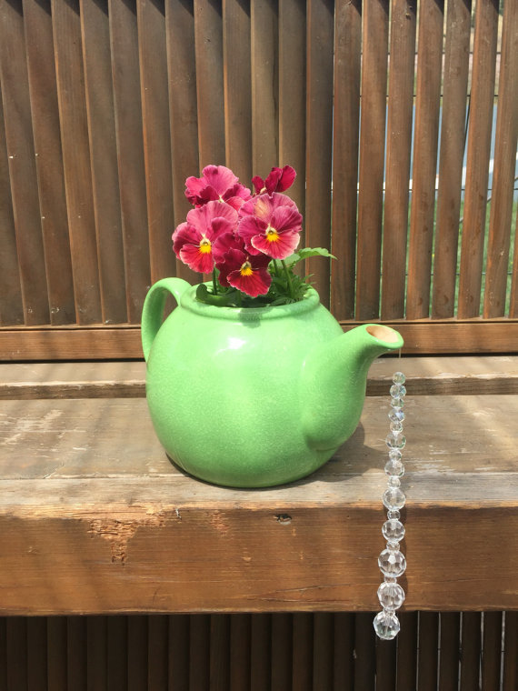 17 Irresistible DIY Teapot Garden Decorations That You Shouldn't Miss