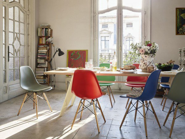 17 Creative Ways To Refresh Your Dining Room With Multicolored Chairs