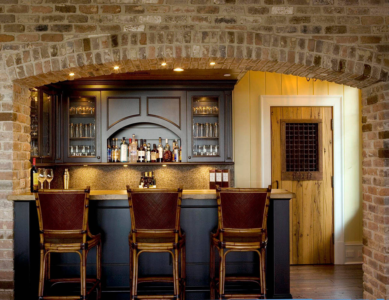 15 Distinguished Rustic Home Bar Designs For When You Really Need ...