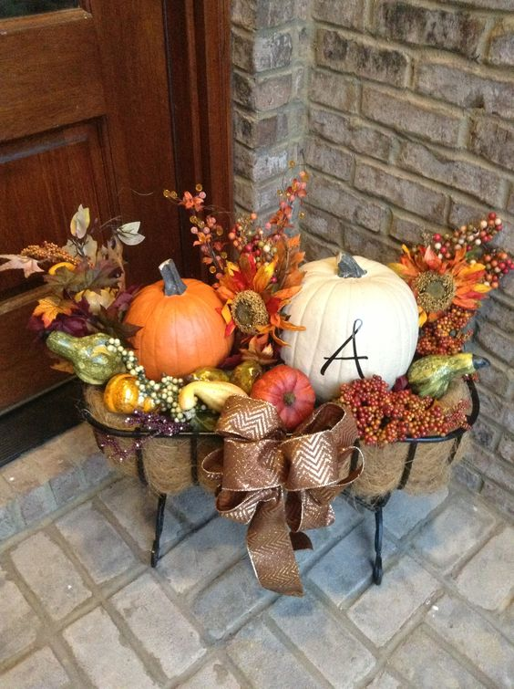 18 Fascinating Outdoor Fall Decorations That You Shouldnt Miss - 18 Fascinating Outdoor Fall Decorations That You Shouldn't Miss