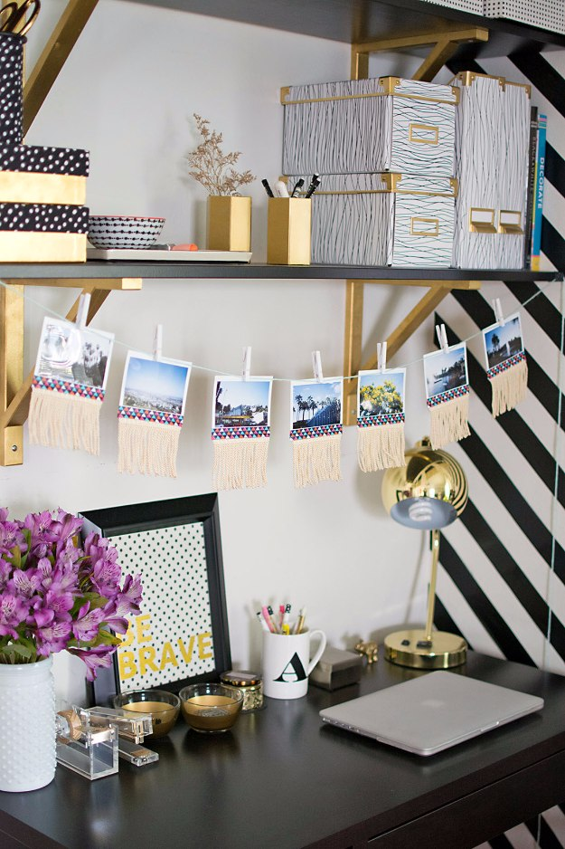 17 exceptional diy home office decor ideas with tutorials for Home alone office decorations