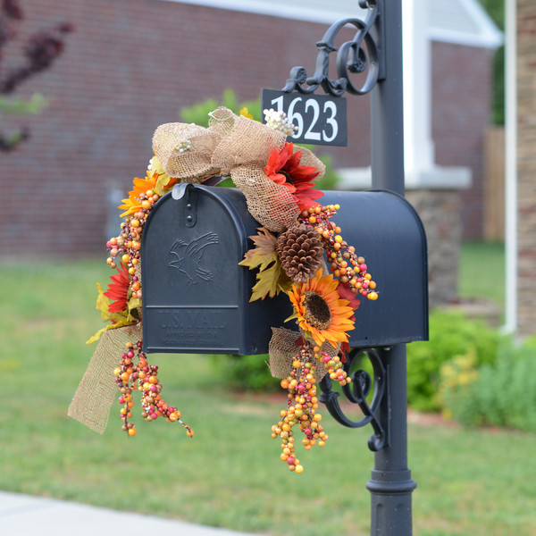 18 fascinating outdoor fall decorations that you shouldn 39 t miss for Harvest decorations for the home
