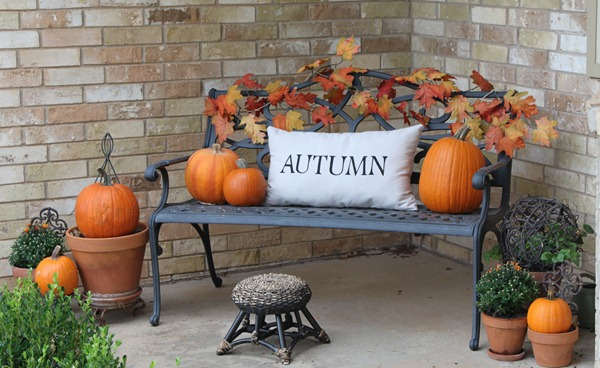 18 Fascinating Outdoor Fall Decorations That You Shouldnt Miss