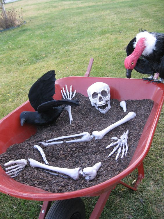19 Most Fascinating Outdoor Halloween Decorations That Everyone Will Be Admired Of