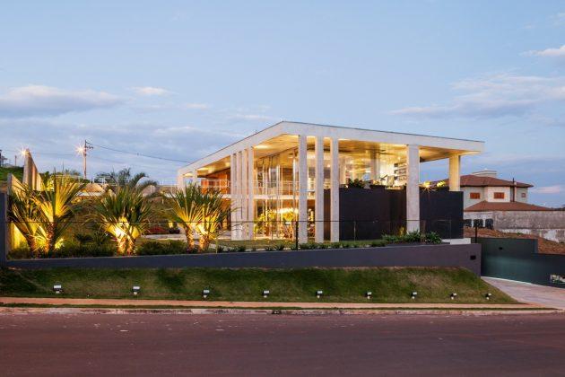 Botucatu House by FGMF Arquitetos in Botucatu, Brazil