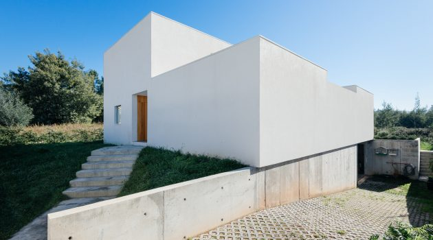 House in Preguicosas by Branco-DelRio Arquitectos in Coimbra, Portugal