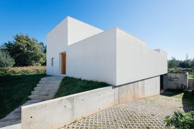 House in Preguicosas by Branco DelRio Arquitectos in Coimbra, Portugal
