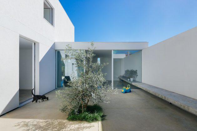 House in Preguicosas by Branco-DelRio Arquitectos in Coimbra, Portugal