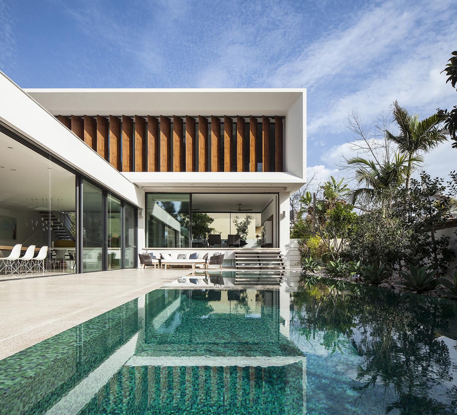 TV House - A Mediterranean Villa by Paz Gersh Architects ...