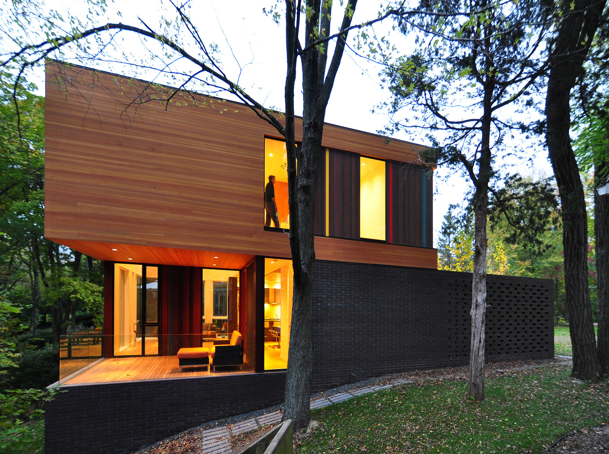 The redaction house by johnsen schmaling architects in for Couleur facade maison tendance