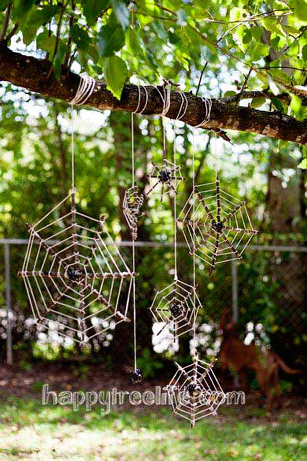 19 Super Easy Diy Outdoor Halloween Decorations That Look So Creepy Amp Spooky