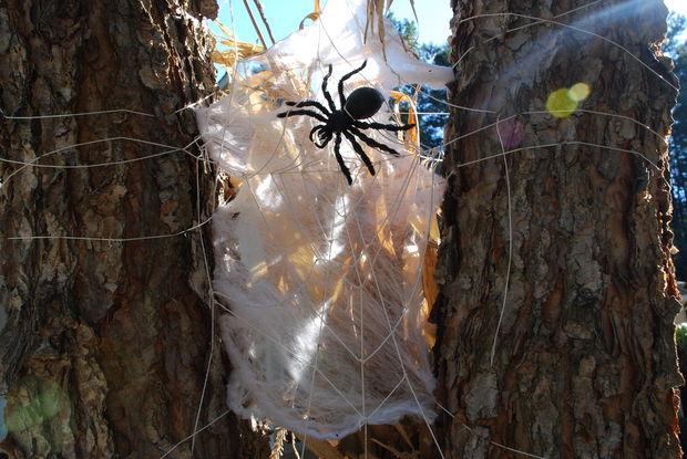 19 Super Easy DIY Outdoor Halloween Decorations That Look So Creepy & Spooky
