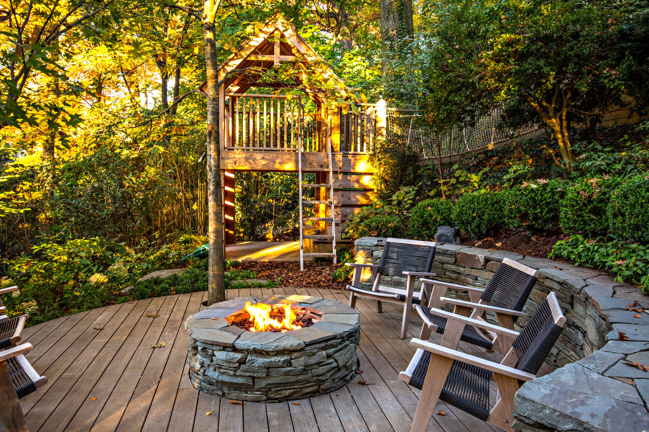 15 amazing rustic deck designs that will enhance your for Outdoor garden ideas house