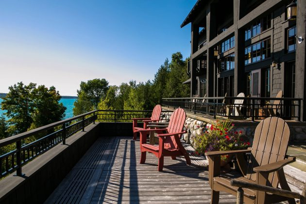 15 Breathtaking Rustic Balcony Designs With Killer Views