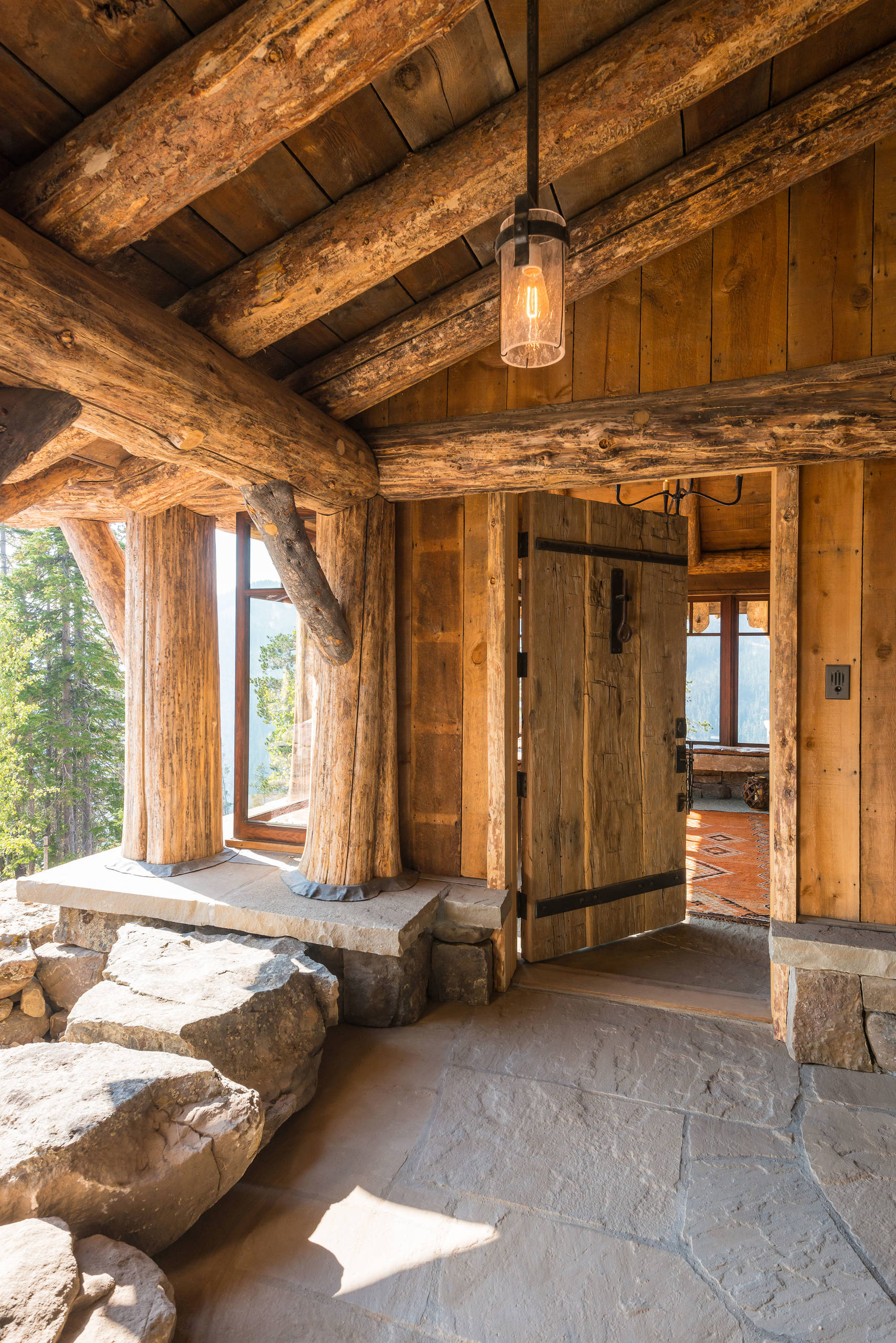 15 enticing rustic entrance designs that will tempt you to for Rustic log homes