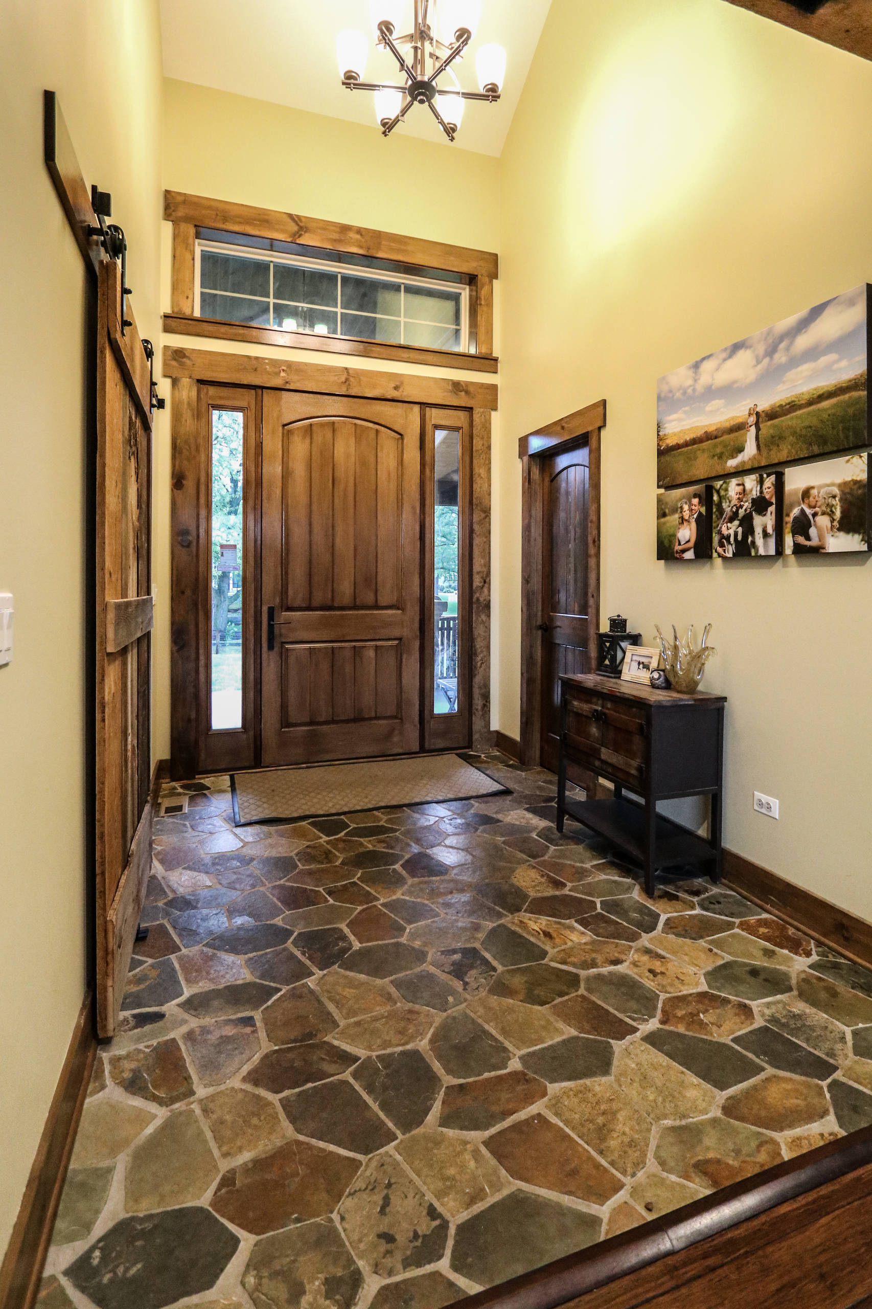 15 welcoming rustic entry hall designs you 39 re going to adore. Black Bedroom Furniture Sets. Home Design Ideas