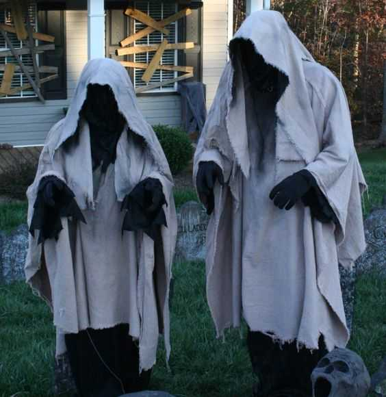 19 super easy diy outdoor halloween decorations that look so creepy spooky - Halloween Decoration Diy