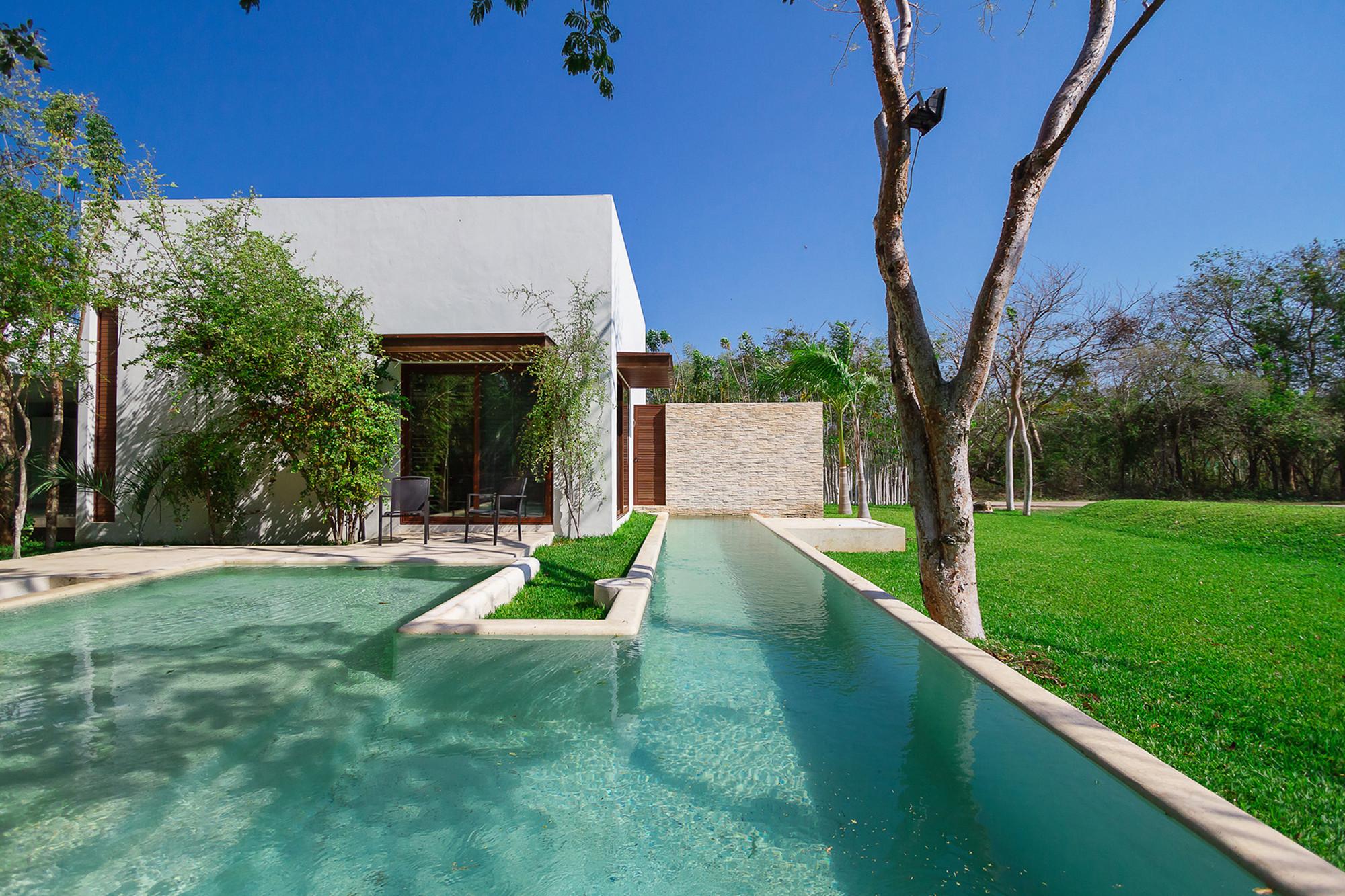 Aldea house by seijo peon arquitectos y asociados in for Construccion de piscinas merida yucatan