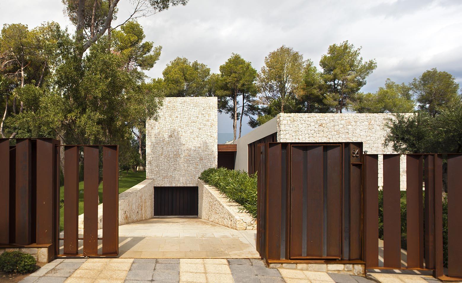 El bosque house by ramon esteve in valencia spain for Casas minimalistas pequenas