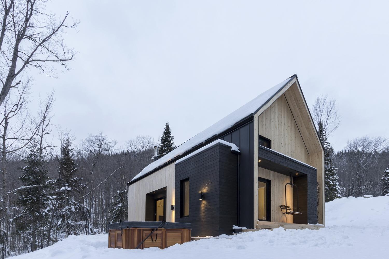 Villa boreale by cargo architecture in charlevoix canada for Architecture petite villa