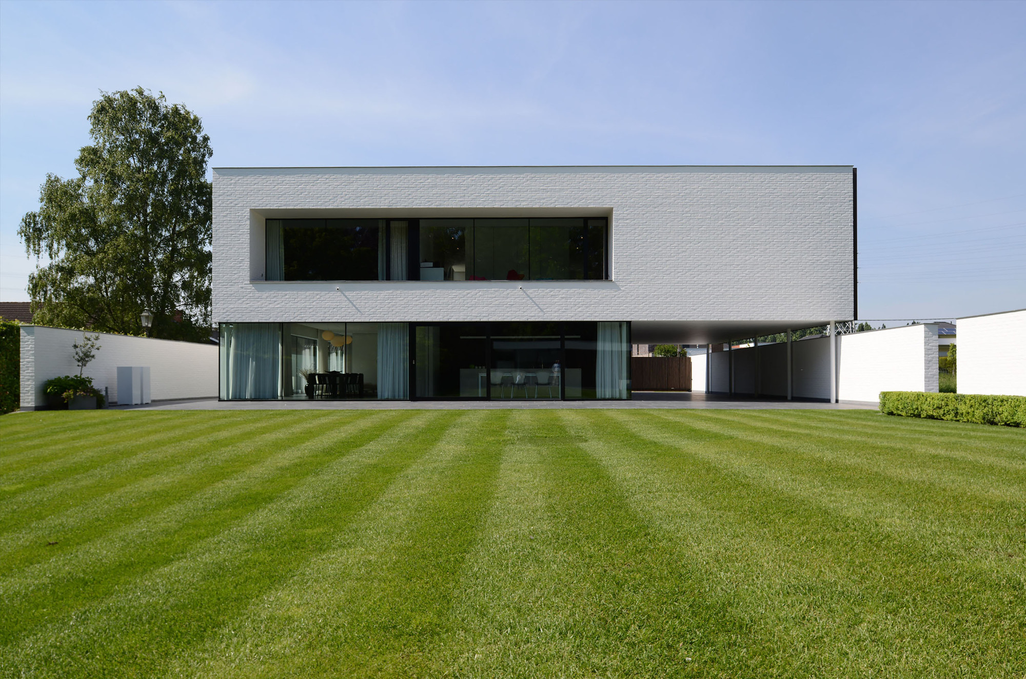 Villa gfr by de jaeghere architectuuratelier in roeselare for Construire maison minimaliste