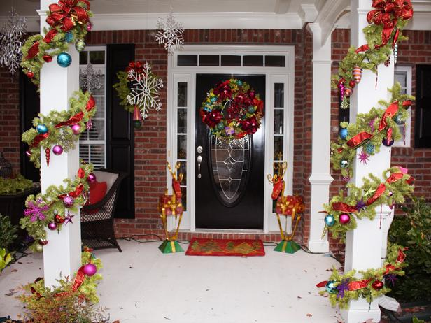 21 Extravagant Christmas Decorations For Your Front Door