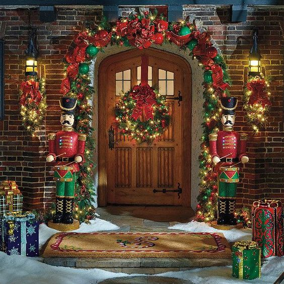 21 Extravagant Christmas Decorations