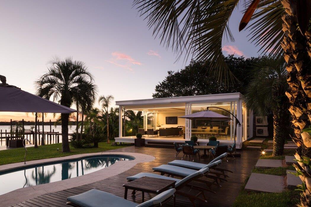 Pool house in porto alegre brazil by kali arquitetura - Fotos de interiores de casas ...