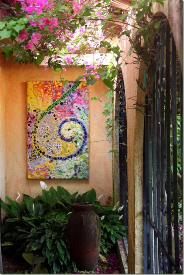 15 artistic diy projects that you can make with broken tiles garden mosaic art 15 artistic diy projects solutioingenieria Gallery