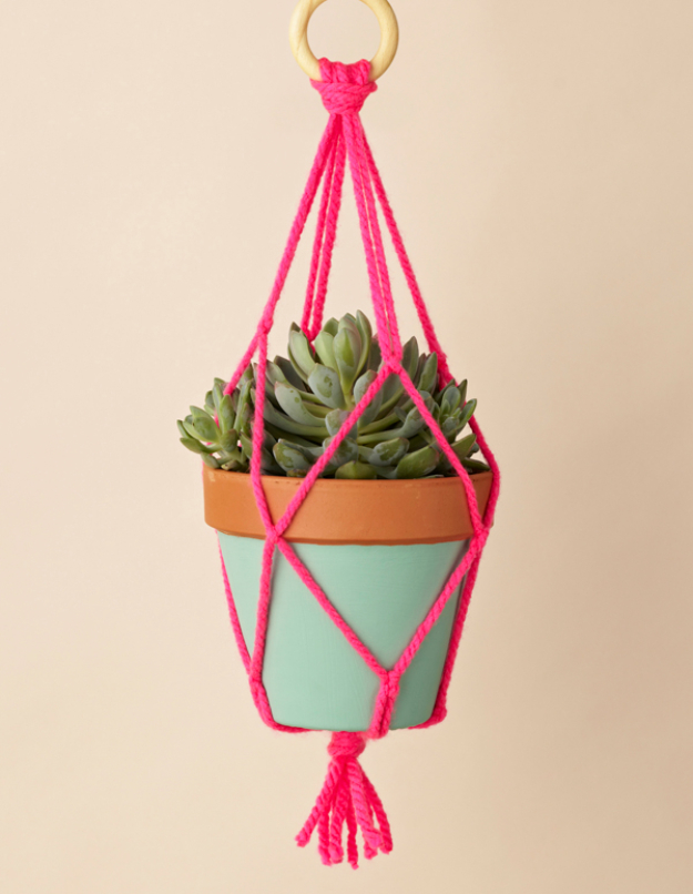 15 Creative and Easy DIY Projects Made With Yarn