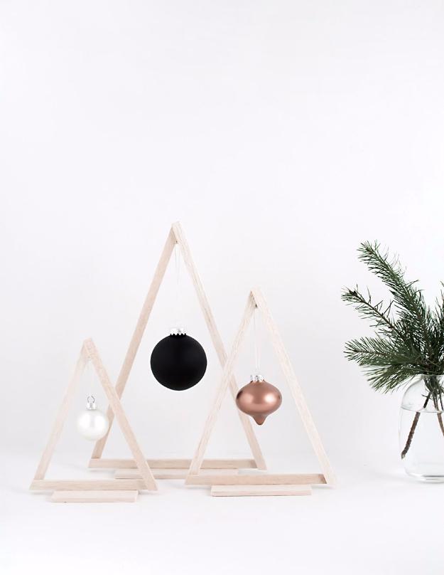 17 Cute DIY Ideas For An Alternative Christmas Tree Decoration