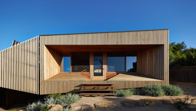 Split House by BKK Architects in Port Phillip Bay, Australia