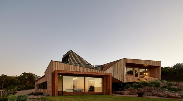 Split House by BKK Architects in Port Phillip Bay, Australia