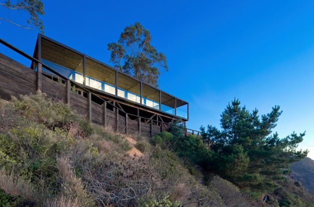 Till House by WMR Arquitectos in El Arco, Chile