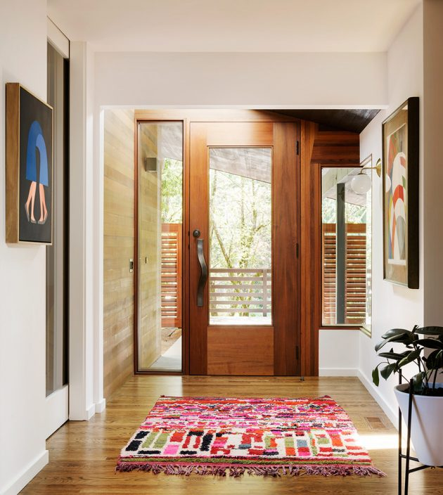 17 Captivating Mid-Century Modern Entrance Designs That