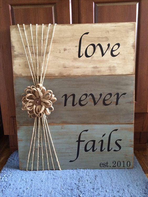 19 Totally Amazing DIY Pallet Crafts For Valentine's Day