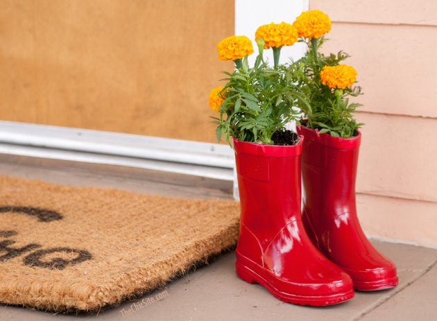 17 Super Creative Ideas To Repurpose Rain Boots Into Planters