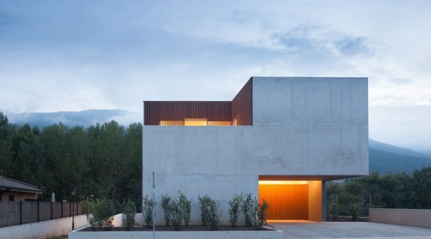 Bitten House by arnau estudi d'arquitectura in Spain