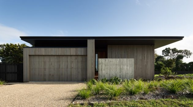 House Under Eaves by MRTN Architects in Point Wells, New Zealand
