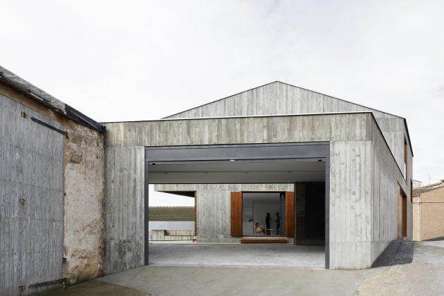MP House by Alcolea+Tárrago Arquitectos in Navarra, Spain