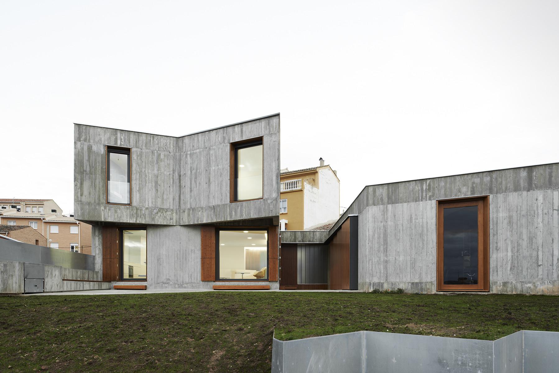 Mp house by alcolea t rrago arquitectos in navarra spain - Arquitectos navarra ...