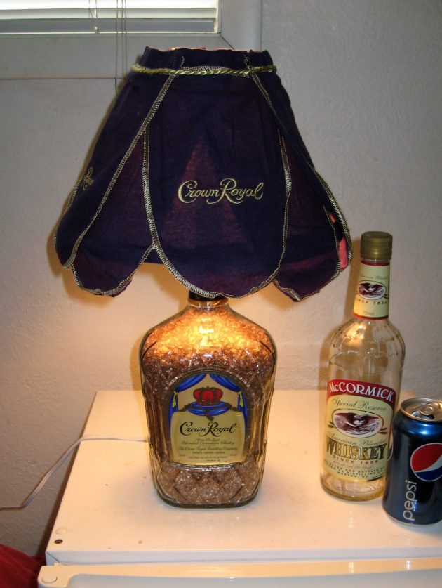 23 Ingenious Ideas To Transform Old Glass Bottles Into Extravagant Lamps